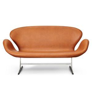 Arne Jacobsen Svanesofa, Original Walnut Elegance