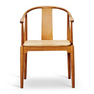 ans J. Wegner 1914-2007. 'Kinastolen', model FH 4283 med stel af mahogni, løs vendbar sædehynde betrukket med knapsyet vegetabilsk læder
