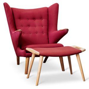 Produktinformation  Designer: Hans J. Wegner  Model: AP-19 tilspidsede ben af massivt egetræ, armlæn med negle af massivt egetræ,  Skammel i massiv egetræ  Læder: Polstret Bordeaux tekstil  Stand:Originalt møbel, som antageligt er blevet om