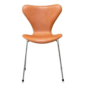 Arne Jacobsen 3107 Elegance Walnut Anilin