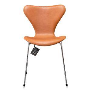 NY Arne Jacobsen 3107 Elegance Walnut Anilin