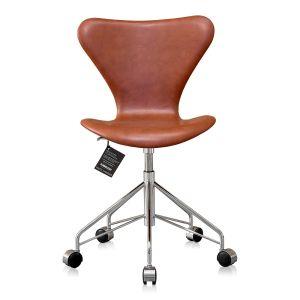 Ny! Arne Jacobsen 3117 Classic cognac
