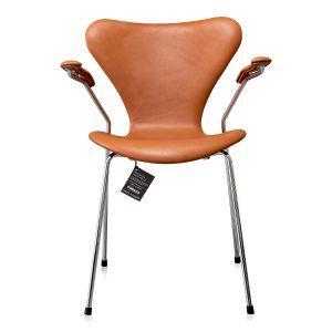 NY Arne Jacobsen 3207 Elegance Walnut Anilin