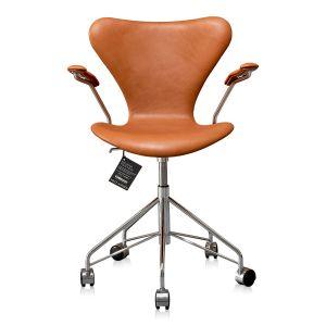 NY Arne Jacobsen 3217 Elegance Walnut