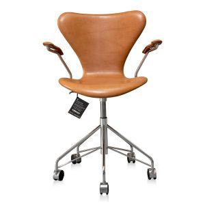 NY Arne Jacobsen 3217 Vacona Nougat Anilin