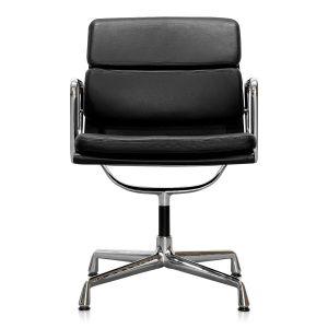 Den ikoniske og alligevel underspillede design af Charles og Ray Eames' Soft Pad stol EA 208 gør soft pad´en til et ideelt valg til møde- og kontor eller som spisestol