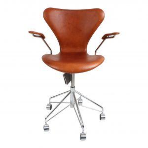 Ny! Arne Jacobsen 3217 Alaska Cognac Anillin